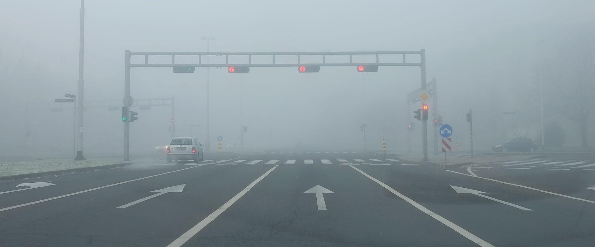 HAK Magla smanjuje vidljivost, prometna nesreća na A6