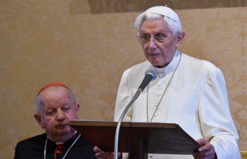 BIOGRAF 'Odluka pape Benedikta da živi u celibatu nije bila laka'