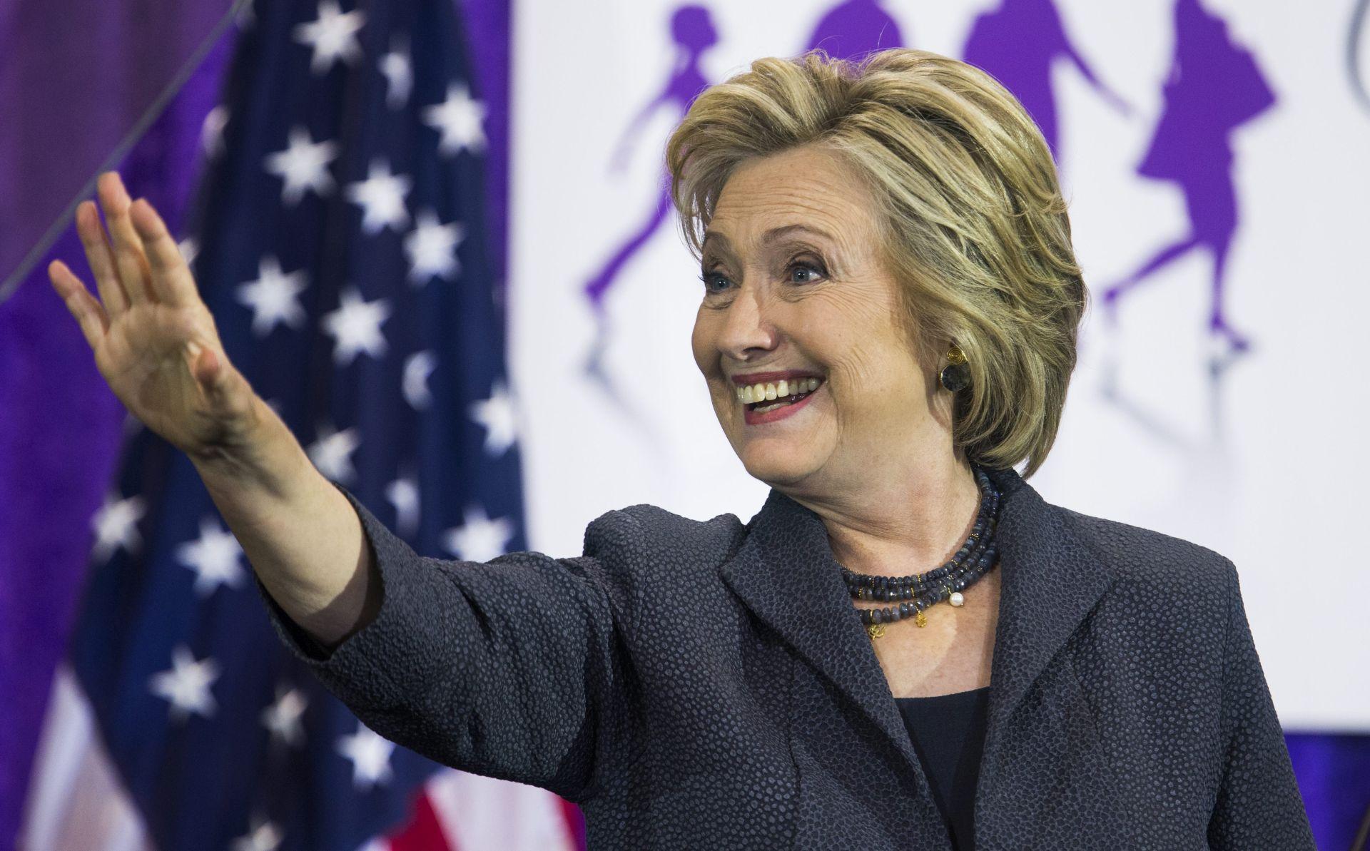 Mjesec dana prije izbora Hillary Clinton pred povijesnom pobjedom