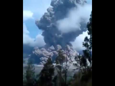 VIDEO IZNENADNA ERUPCIJA VULKANA: U tijeku potraga za najmanje 389 turista