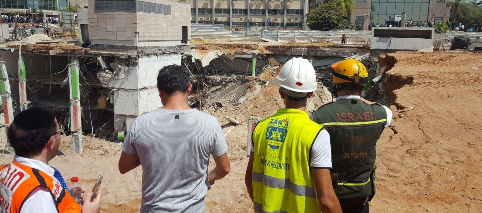 NESREĆA NA GRADILIŠTU U TEL AVIVU Kran pao na zgradu koja se potom urušila, najmanje 6 ozlijeđenih, deseci nestalih