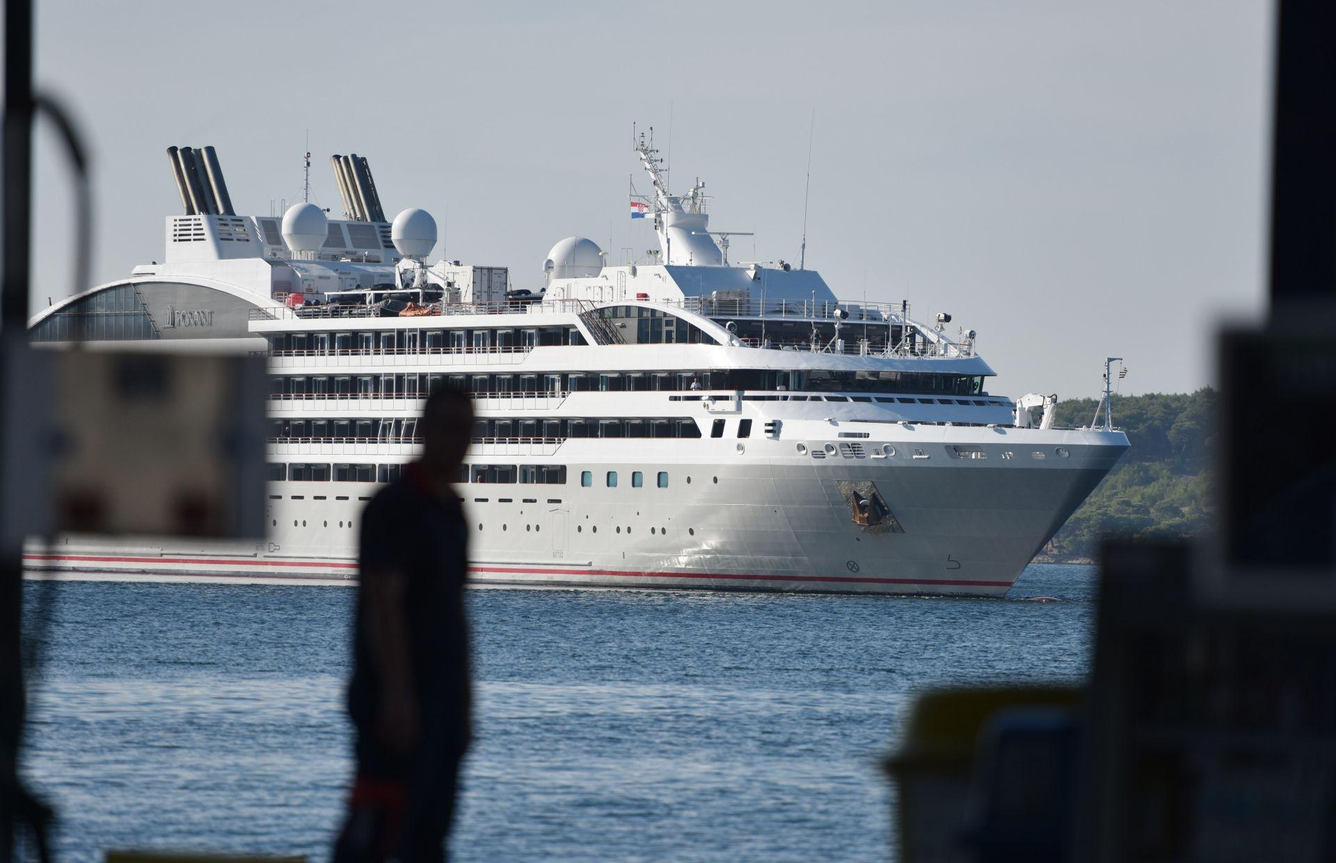 Obalna straža u nedjelju ujutro spasila Britanku koja je pala s kruzera u subotu navečer