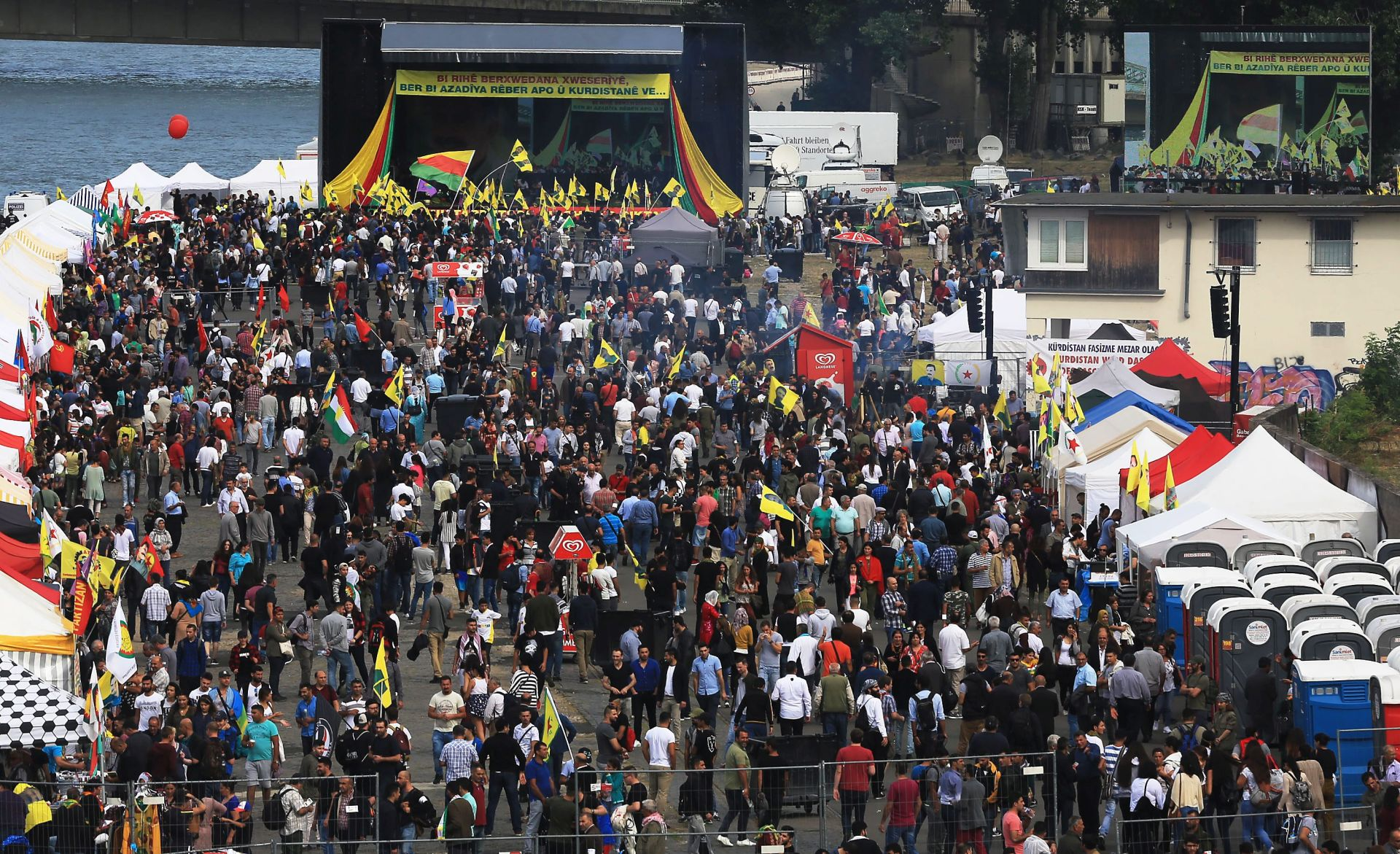 PROTIV ERDOGANA: U Koelnu prosvjeduju desetci tisuća Kurda