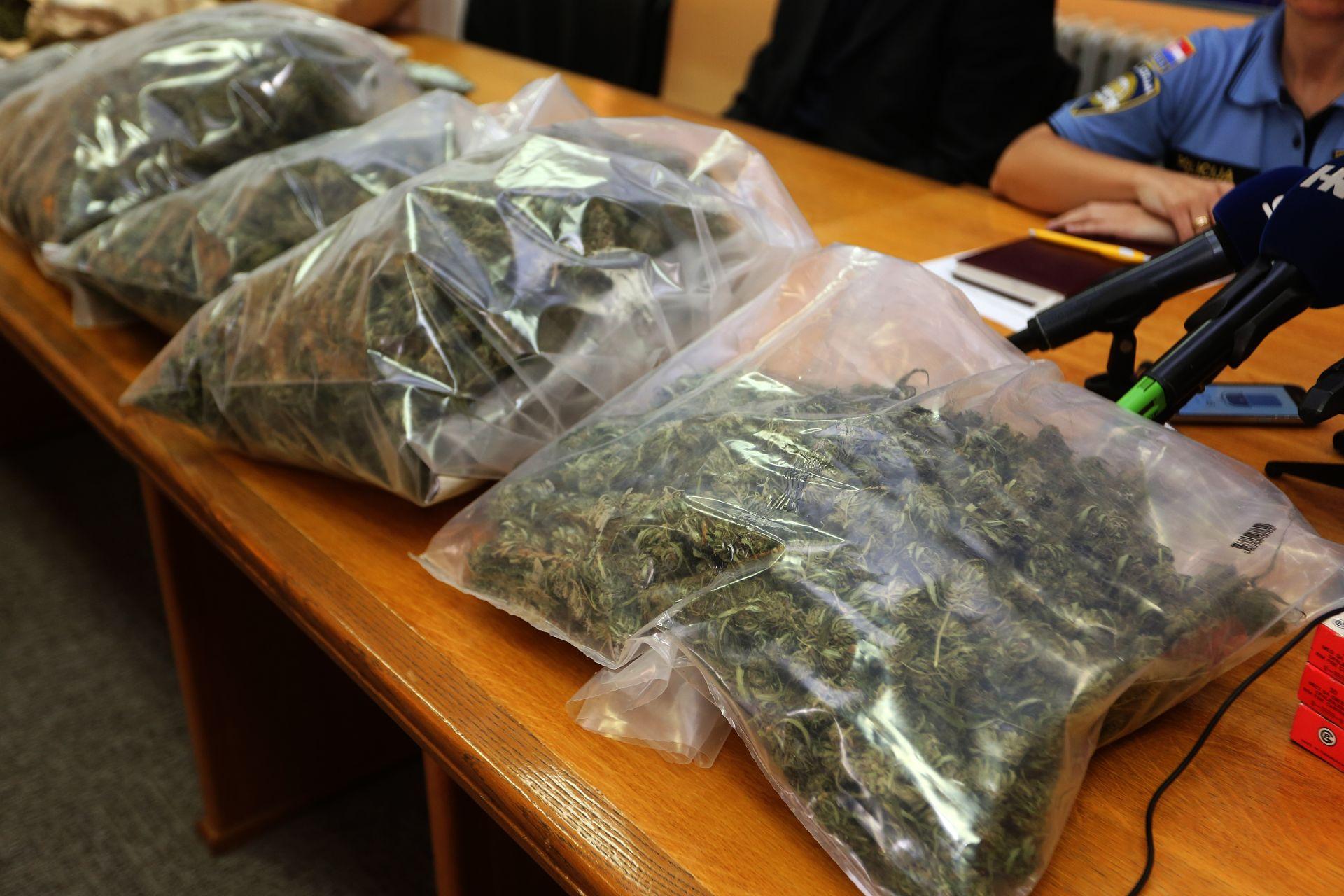 'Palo' 185 kilograma marihuane i oko 3,2 tone duhana