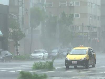 VIDEO: Tajfun Megi izazvao veliku materijalnu štetu na Tajvanu