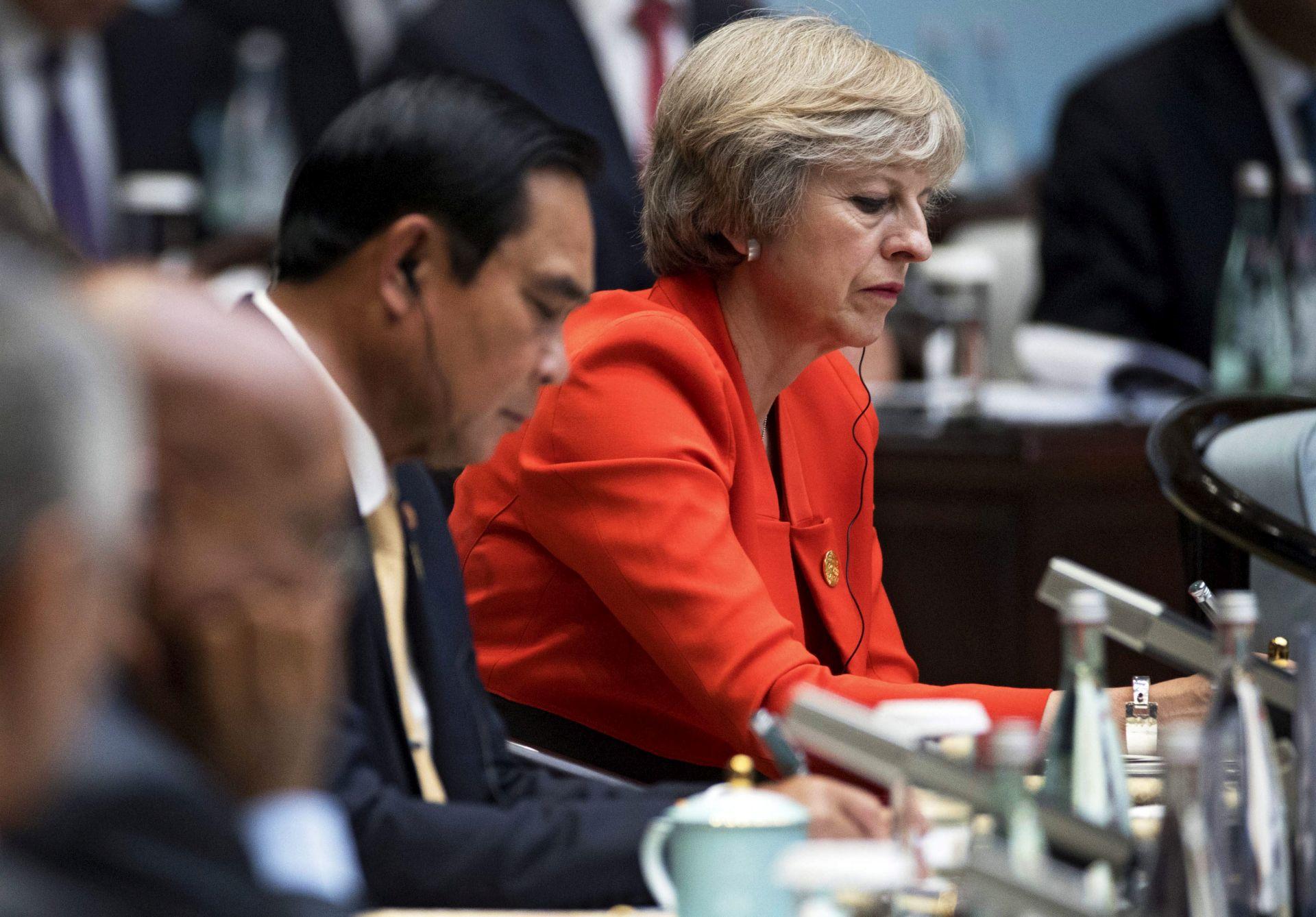 """KONTROLA KRETANJA: May odbacuje mogućnost uvođenja """"sustava bodovanja"""" imigranata"""
