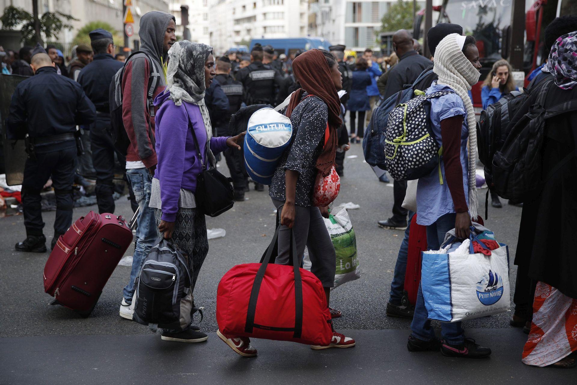 ZAPOČELA EVAKUACIJA: Premještanje najmanje 1500 migranata iz kampa u Parizu