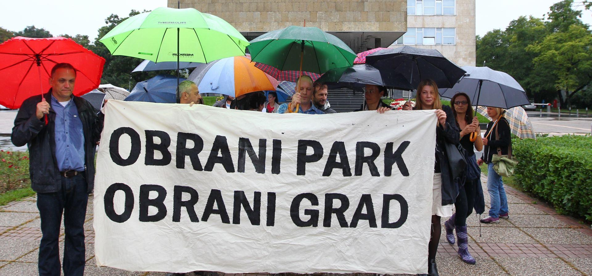 Preko 2000 ljudi prosvjeduje protiv gradnje crkve u parku na Savici