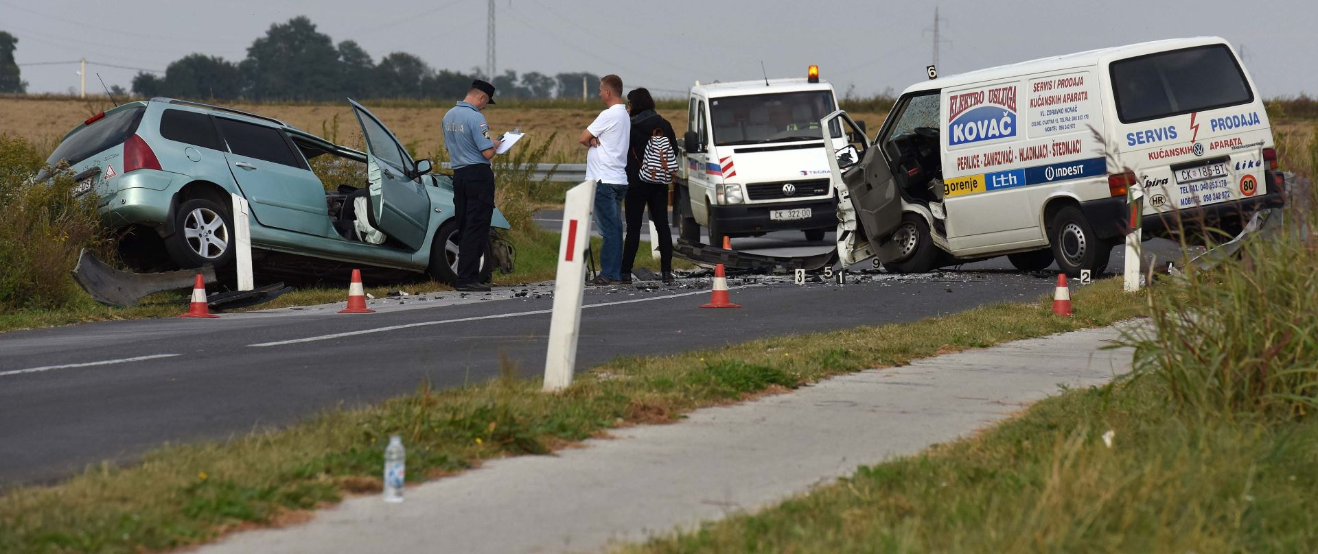 PROMETNA NESREĆA: U sudaru automobila i kombija poginula jedna osoba