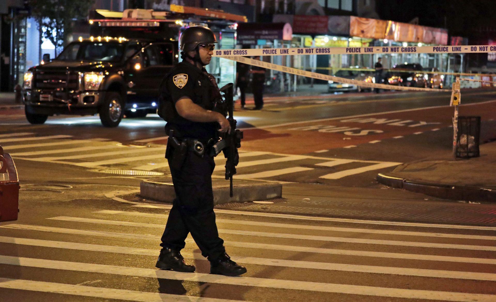 NAPADI NA MANHATTANU: Osumnjičenik uhićen nakon razmjene vatre, dvoje policajaca ranjeno