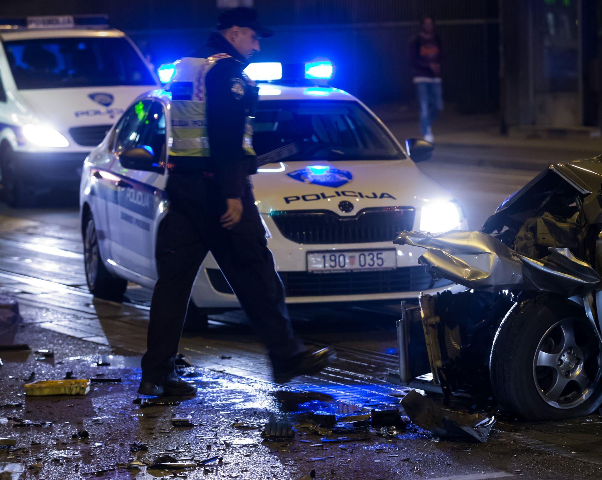 PROMETNA NESREĆA: Ozlijeđeno šest osoba, vatrogasci iz taksija izvlačili priklještenog putnika
