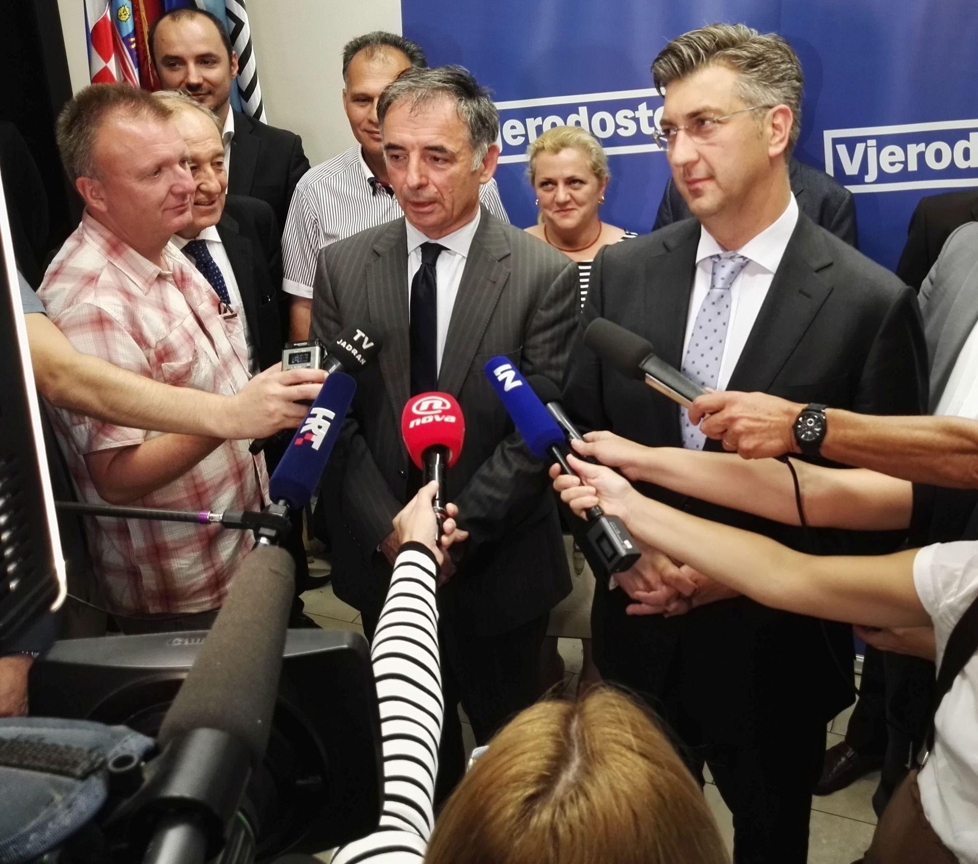 PUPOVAC: ZDS-u oduzeti pravo građanstva; S Vučićem regularne konzultacije