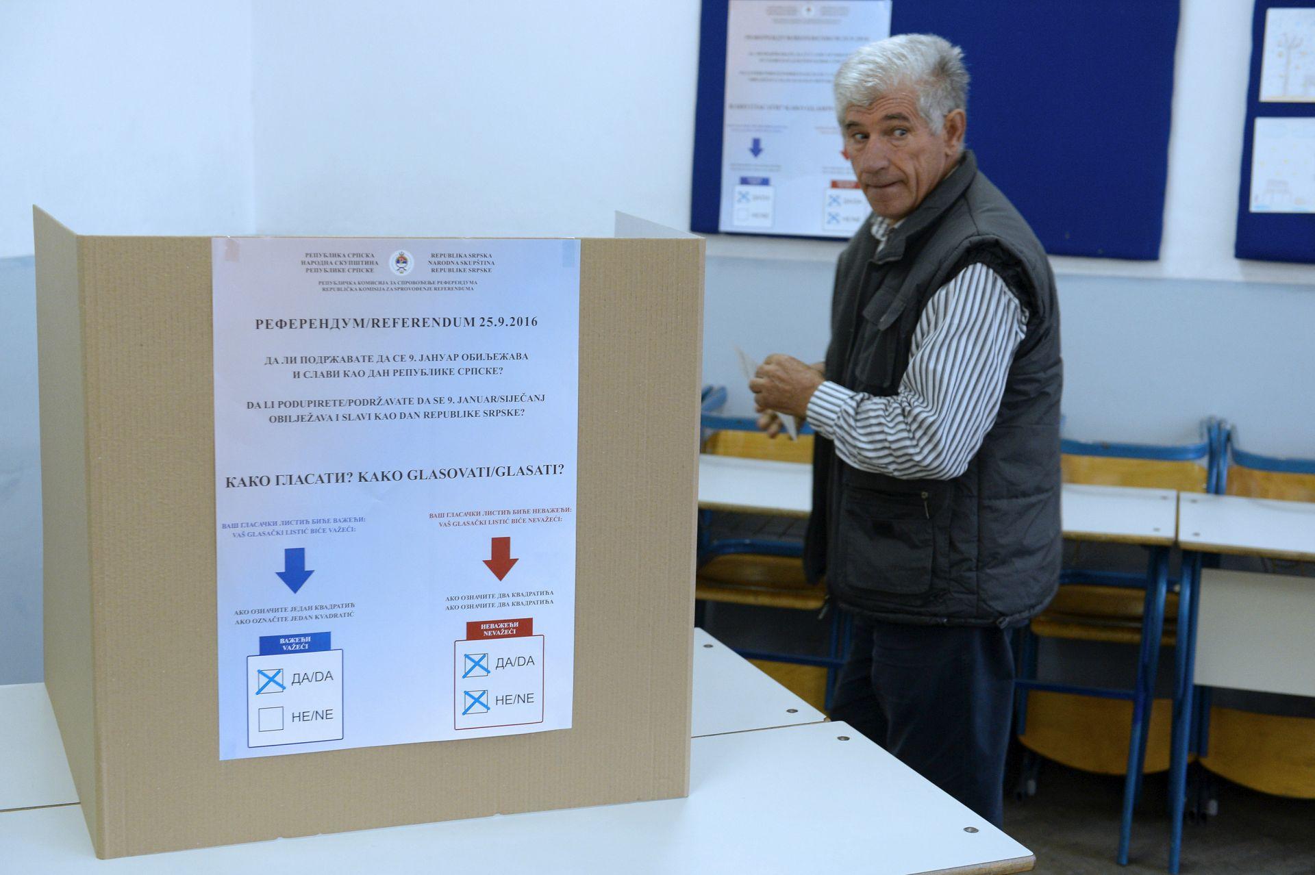 REFERENDUM: Nema gužvi, kod Gacka blokiran pristup glasačkom mjestu