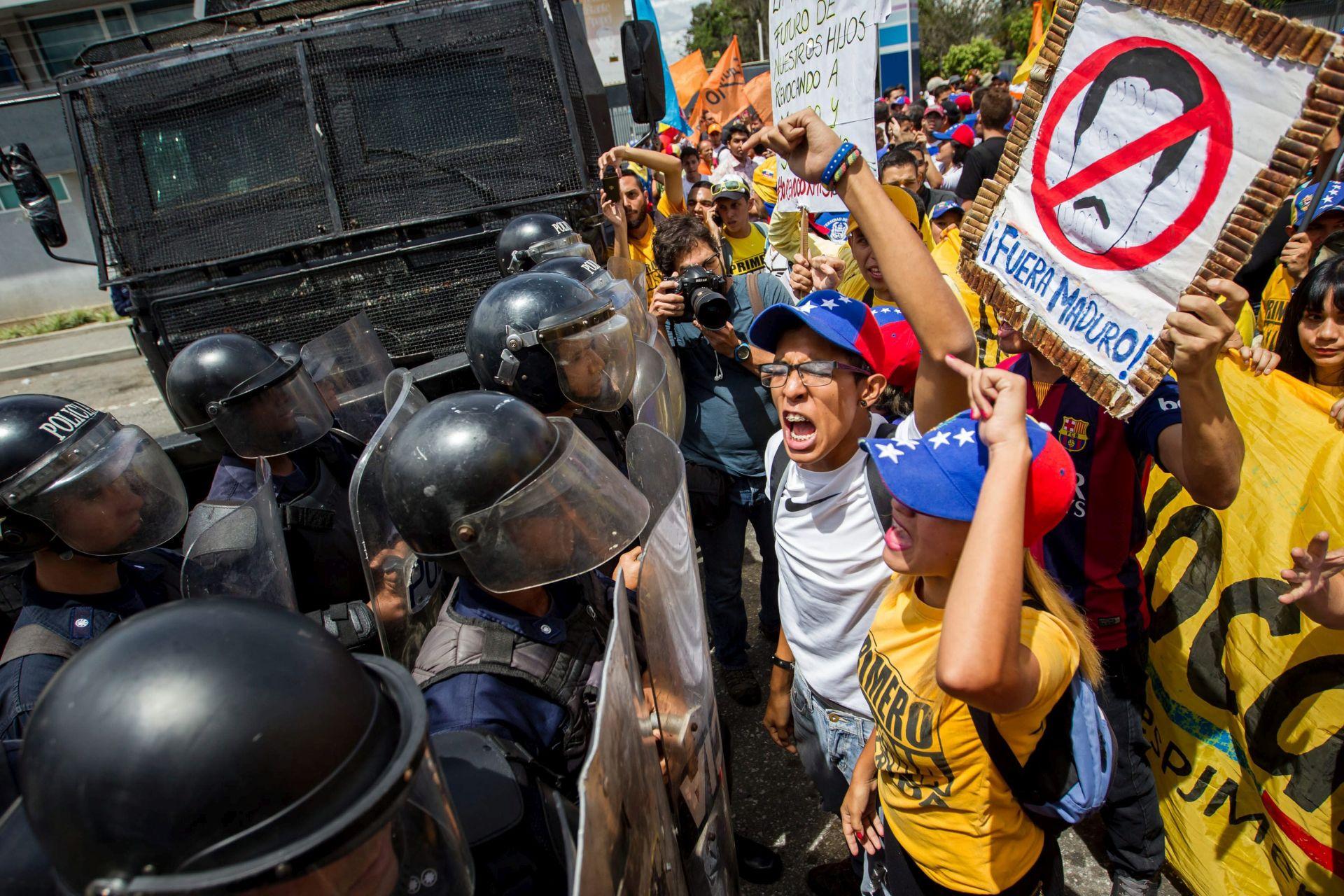 NOVA PREPREKA: Vlasti ponovno odgodile objavu datuma referenduma u Venezueli