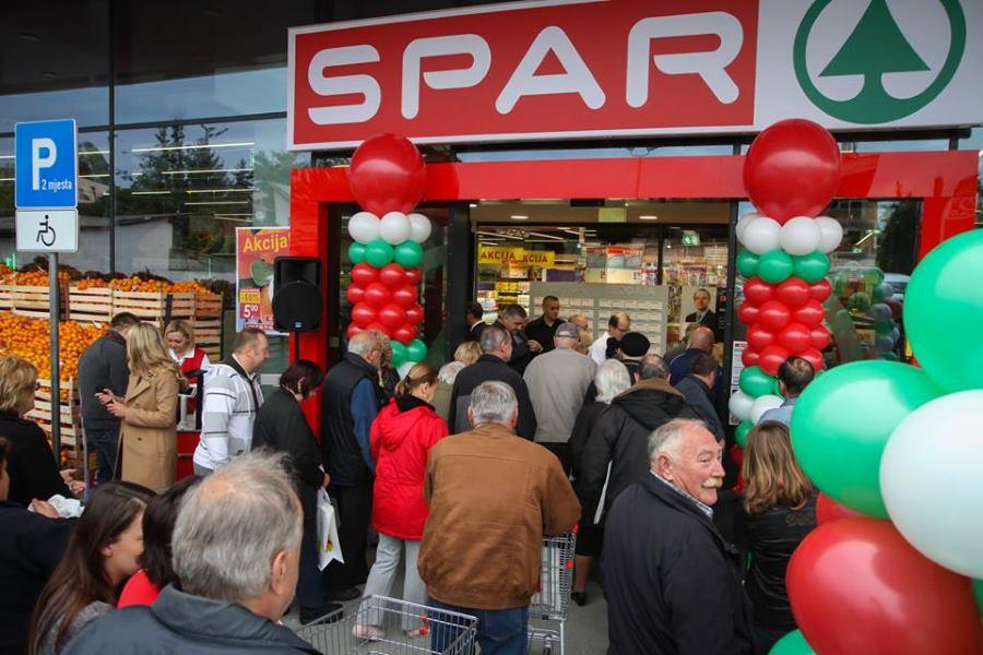 Stanovnici Stenjevca i Gajnica su sa zadovoljstvom dočekali otvaranje ovog velikog supermarketa