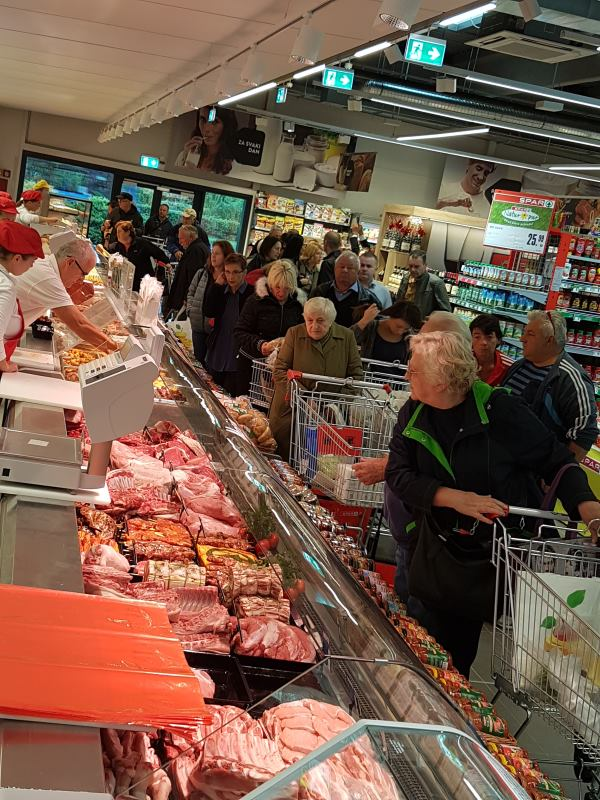 Unutrašnjost novog SPAR supermarketa