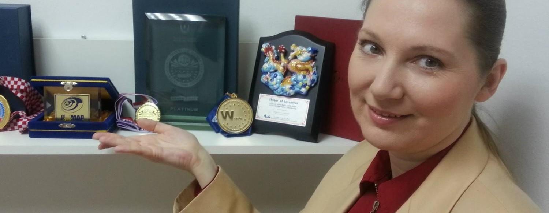 FOTO: VIDEO: Inovatorica mag. Anita Bušić dobila veliko priznanje na konferenciji ICT Gold Awards