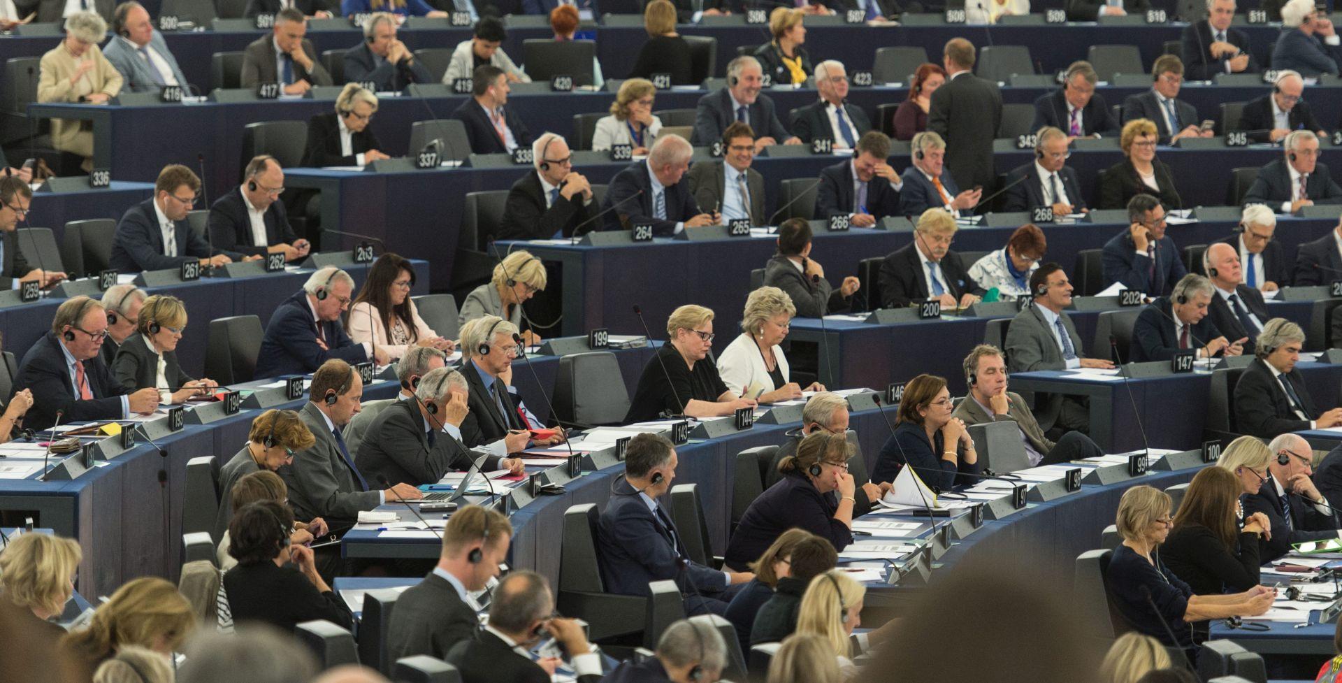 Eurozastupnici inzistiraju da Komisija uvede vize za građane SAD-a i Kanade