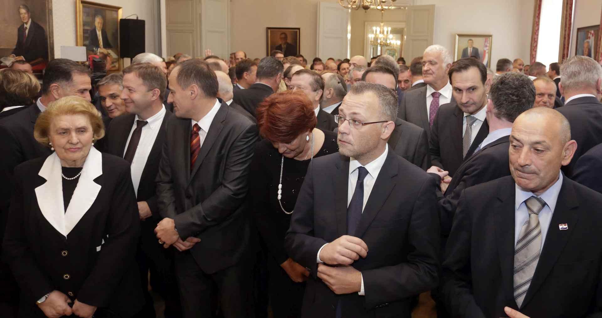 HRVATSKI POLITIČARI: Nužno je ostvariti gospodarski boljitak