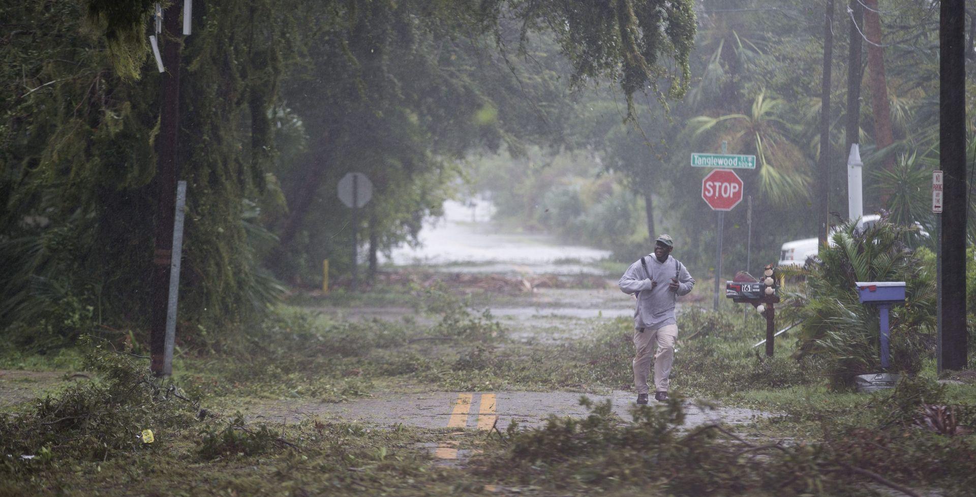 URAGAN MATTHEW Gotovo 900 mrtvih na Haitiju, američki grad Charleston poplavljen