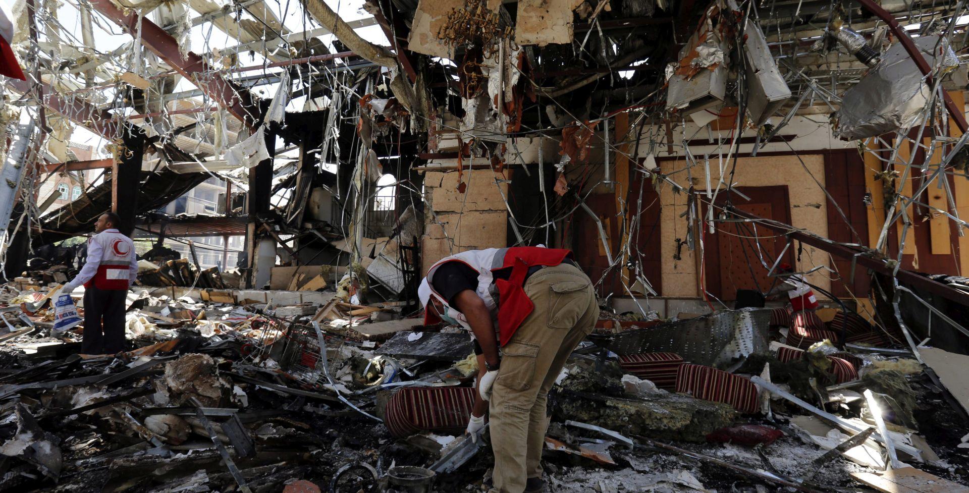 VIŠE OD 140 POGINULIH Napad na sprovod u Jemenu izvela Saudijska Arabija