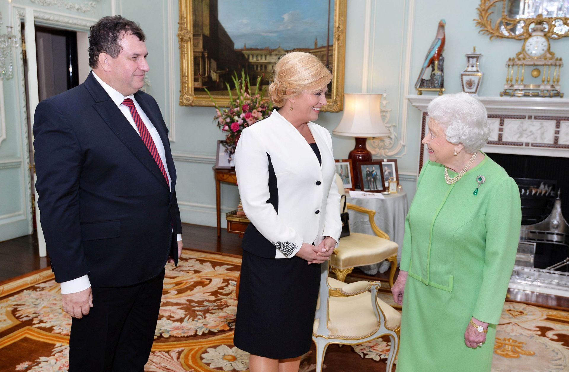 Grabar-Kitarović audijencijom kod kraljice počela službeni posjet Britaniji