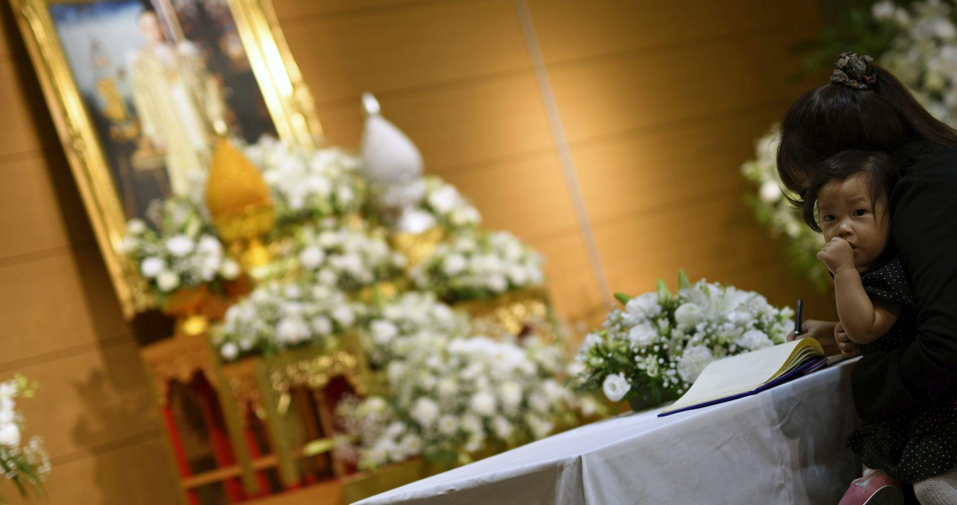 Tajland oplakuje smrt svog kralja, najdugovječnijeg vladara svijeta