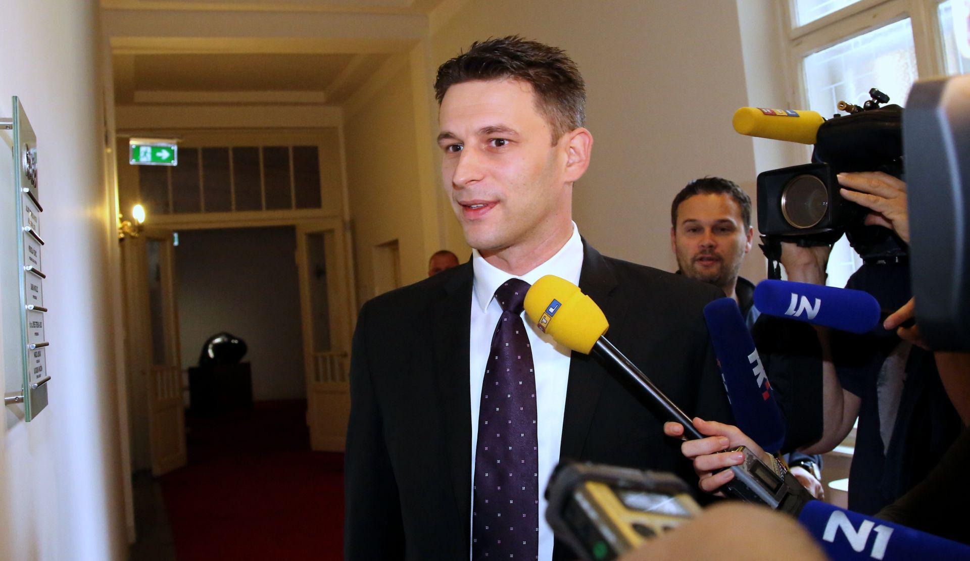 NESPOJIVOST DUŽNOSTI Božo Petrov podnio ostavku na mjesto potpredsjednika Vlade