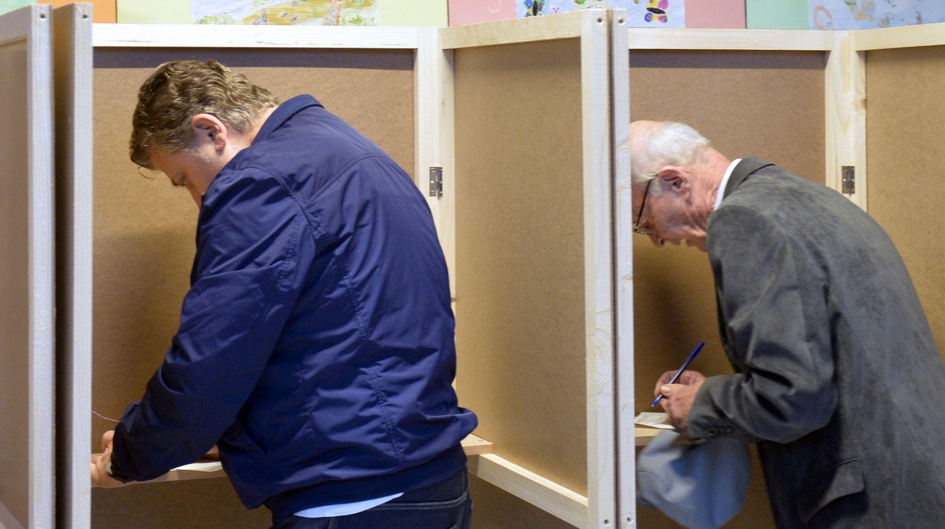 Otvorena birališta u Crnoj Gori, izbori referendum za ili protiv NATO-a i EU-a