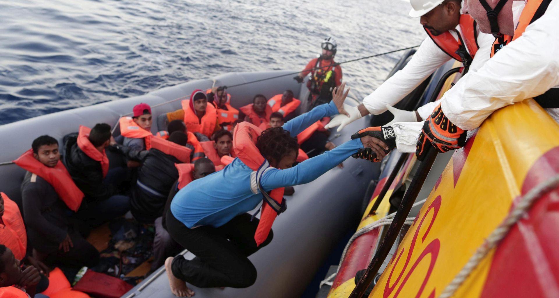 Gliser s oznakom libijske Obalne straže napao migrantski brod, najmanje 4 osobe se utopile