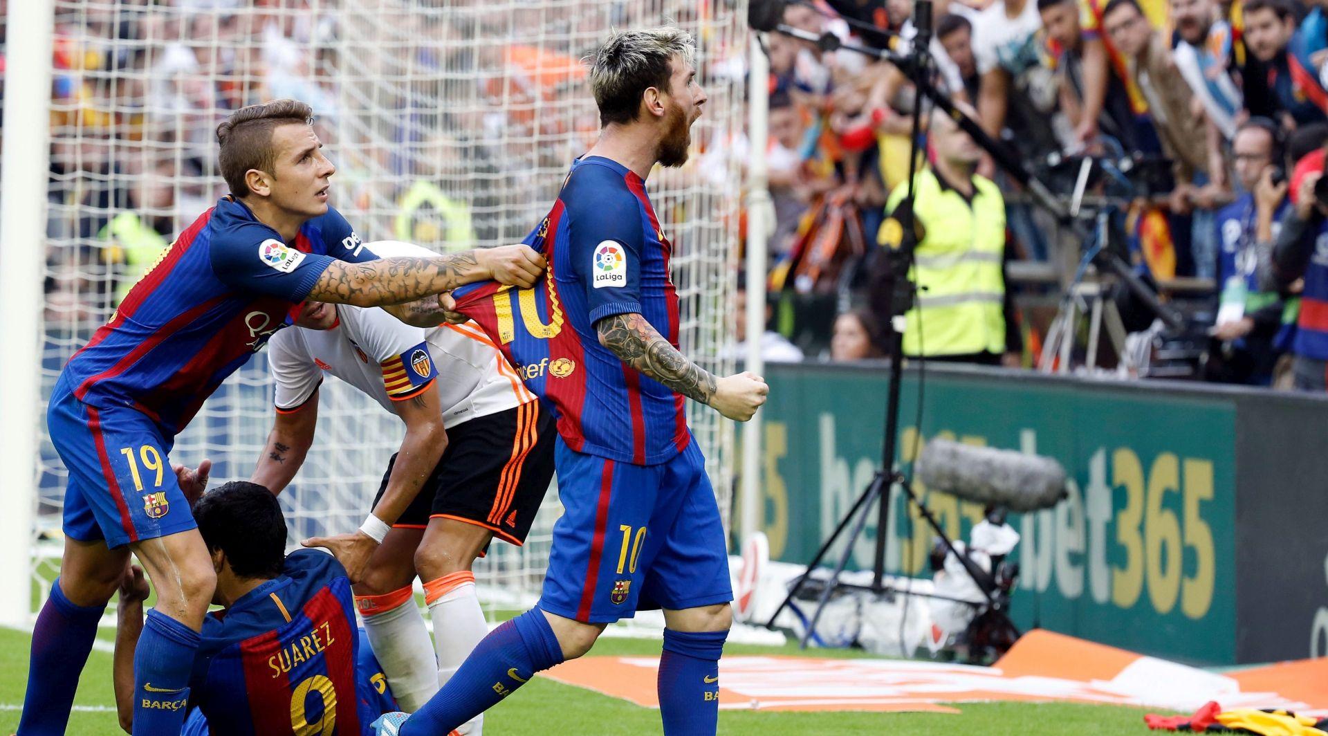 VIDEO: Valencia kažnjena zbog bačene boce na nogometaše Barcelone