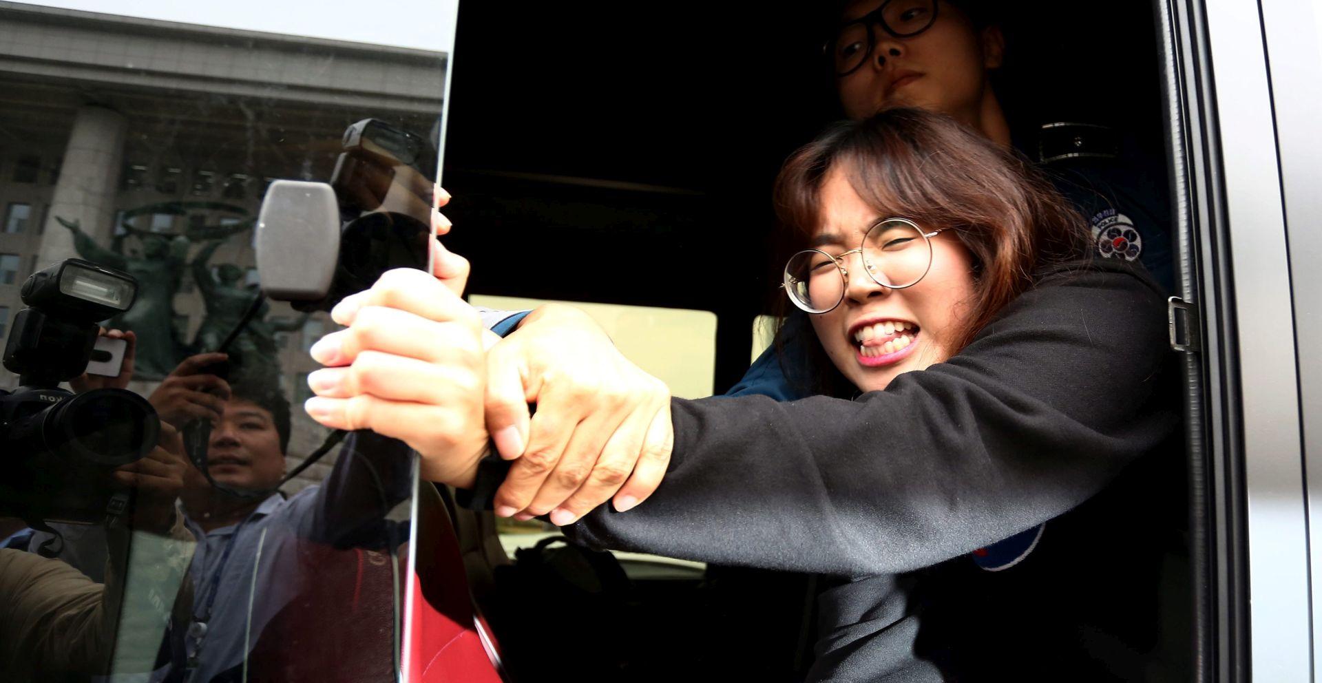 Tisuće prosvjeduju u Južnoj Koreji tražeći ostavku predsjednice