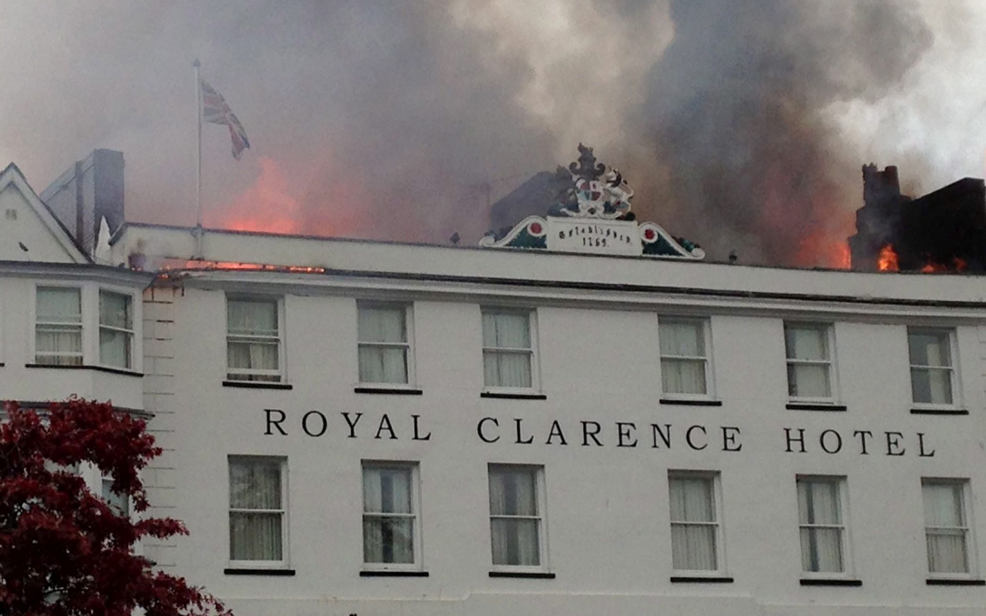 Najstariji hotel u Engleskoj uništen u požaru