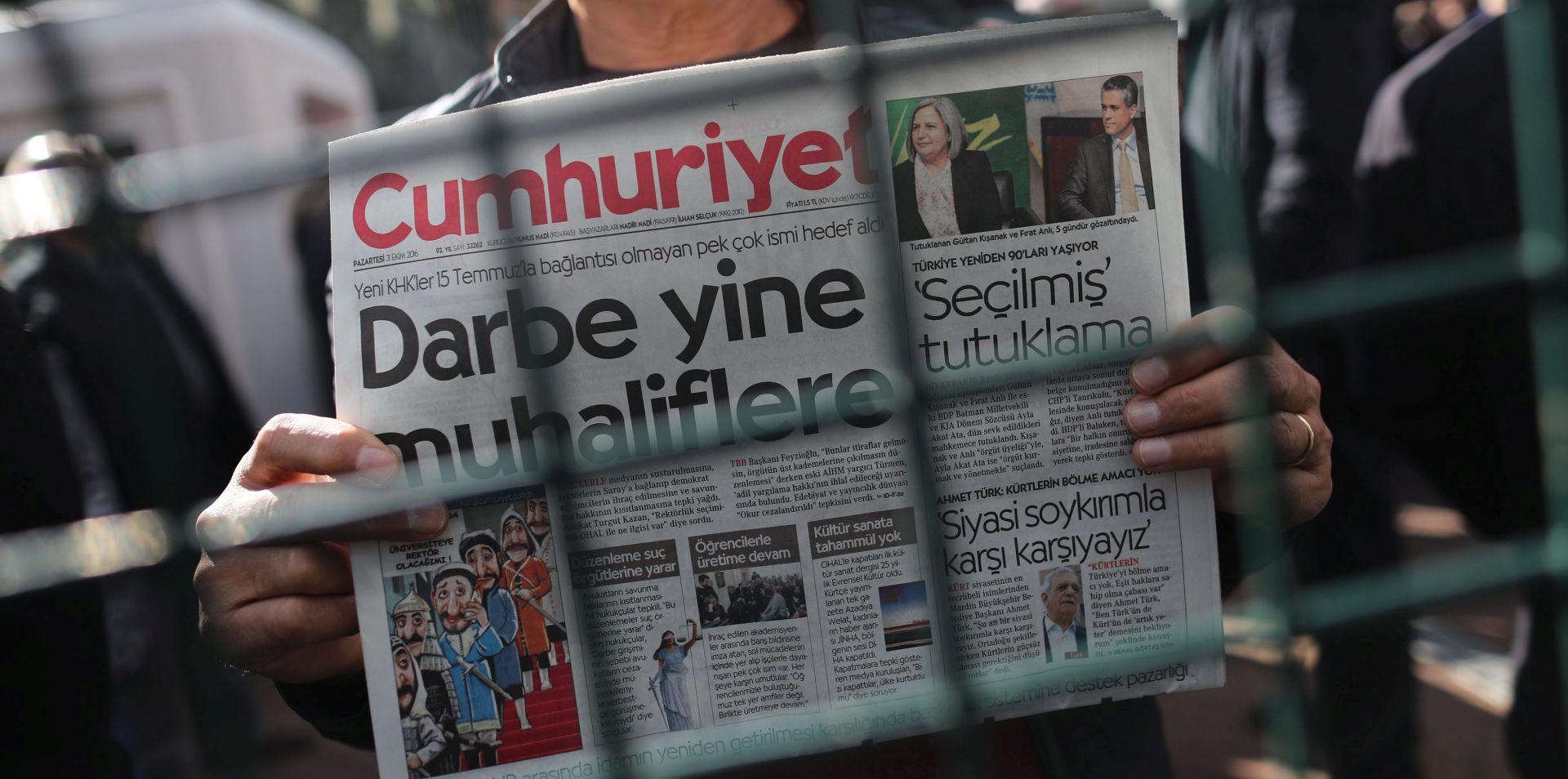 """Turska: """"Nećemo se predati"""", poručuje Cumhuriyet nakon uhićenja glavnog urednika"""
