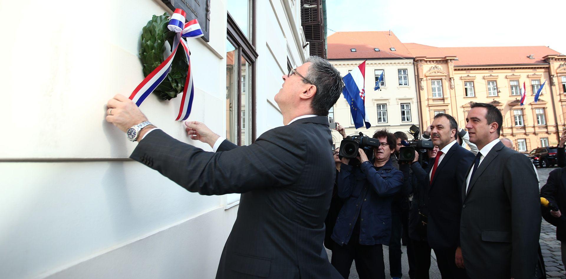Orešković položio lovorov vijenac na spomen-ploču na 25. obljetnicu raketiranja Banskih dvora