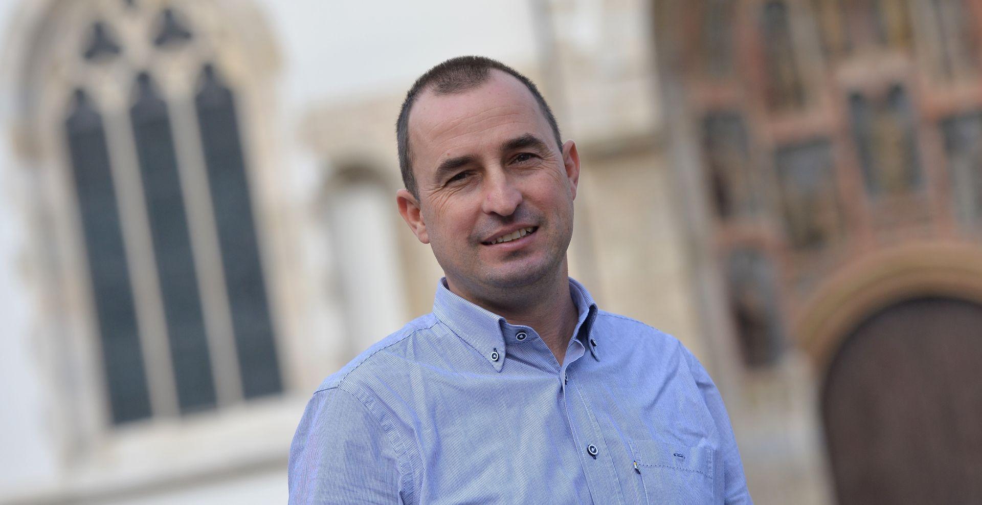 Matić predao 286 potpisa za što skorije sazivanje Izborne glavne skupštine HSS-a