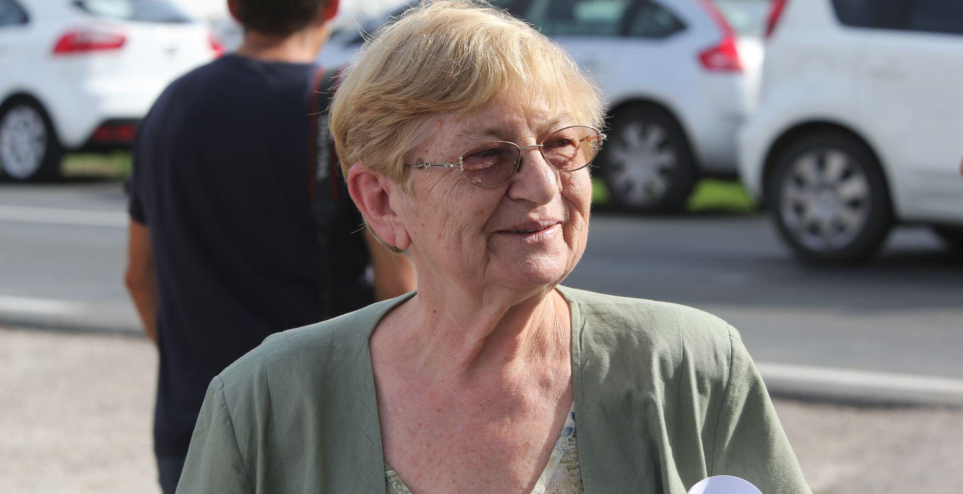 """KAKO SU DOŠLI DO INFORMACIJE O TERMINU? Vesna Bosanac: """"I meni smetaju molitelji pred bolnicom"""""""