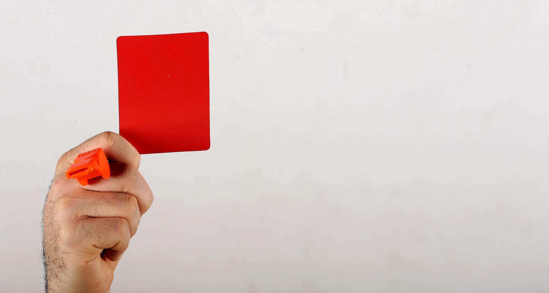 Francuski sudac suspendiran nakon nevjerojatnog crvenog kartona
