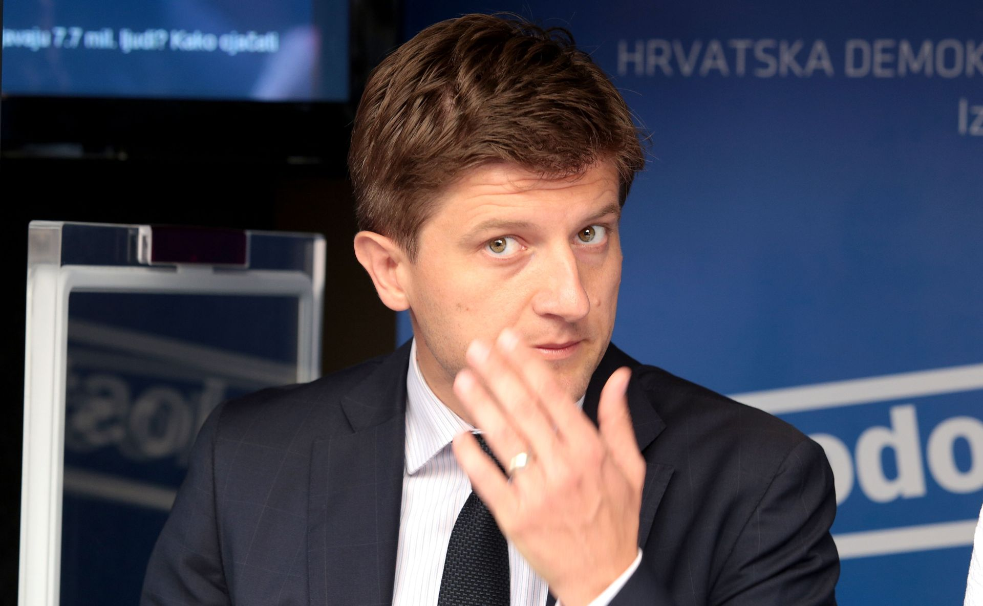 """ZDRAVKO MARIĆ POTVRDIO """"Plaće će rasti od 1. siječnja"""""""