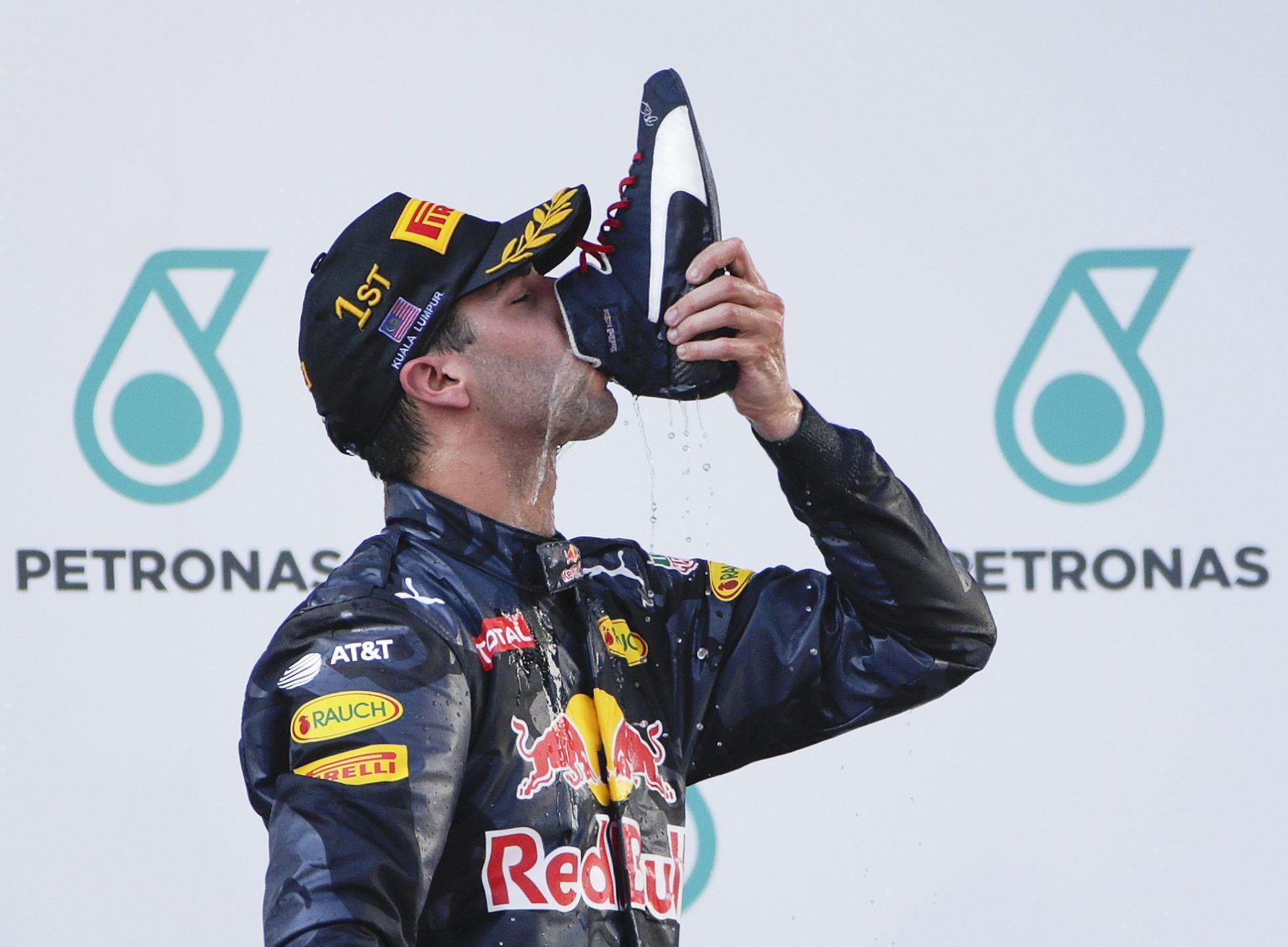 VN MALEZIJE: Pobjeda Ricciarda, Hamilton odustao