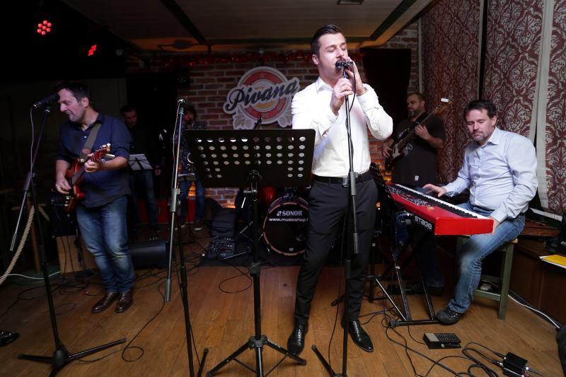 Svaku-srijedu-u-Pivani-nastupa-Ante-Gelo-bend-uz-pjevaca-Alena-Durasa-i
