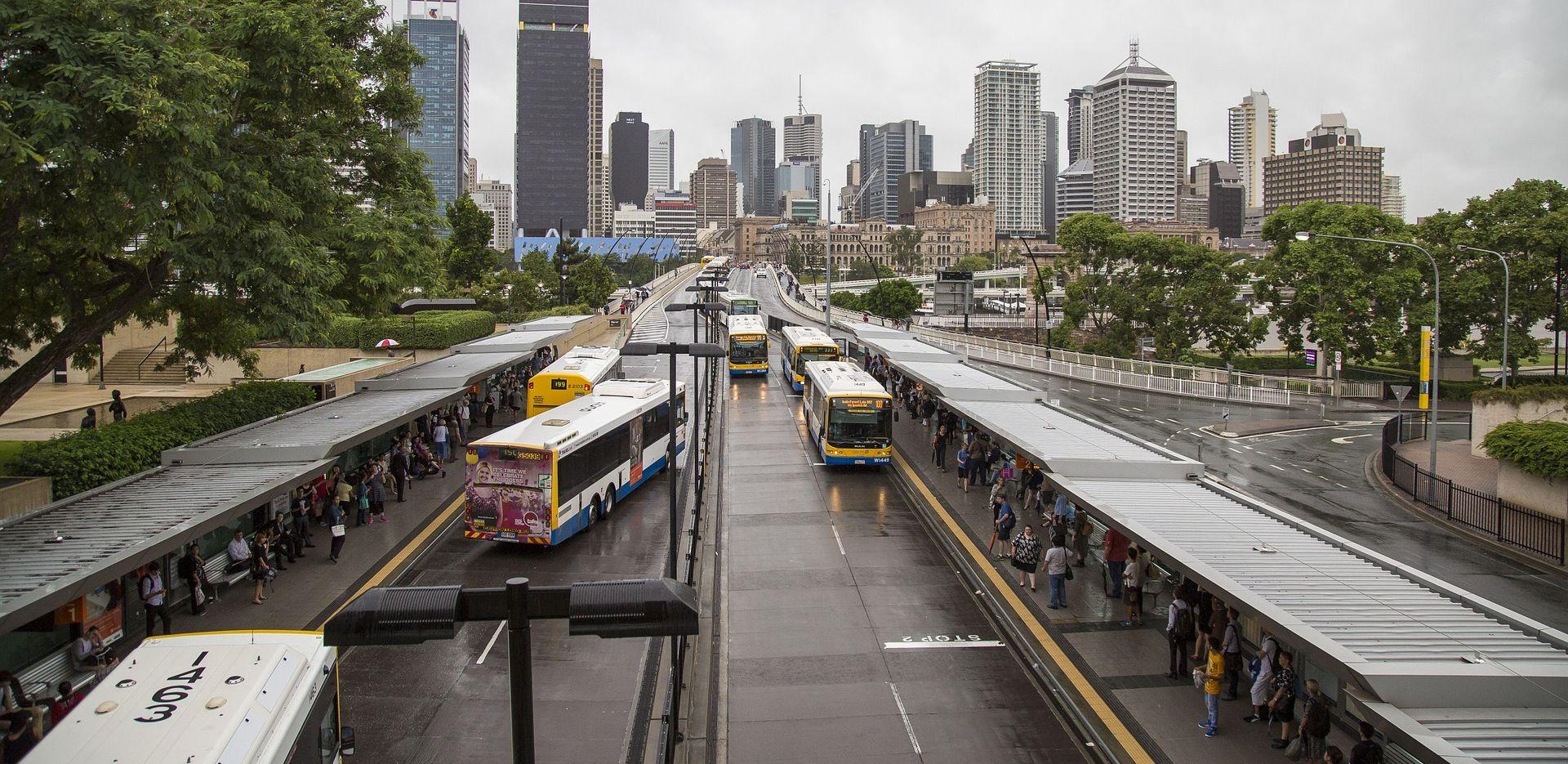 MOTIV NEPOZNAT Putnik zapalio vozača autobusa u Brisbaneu