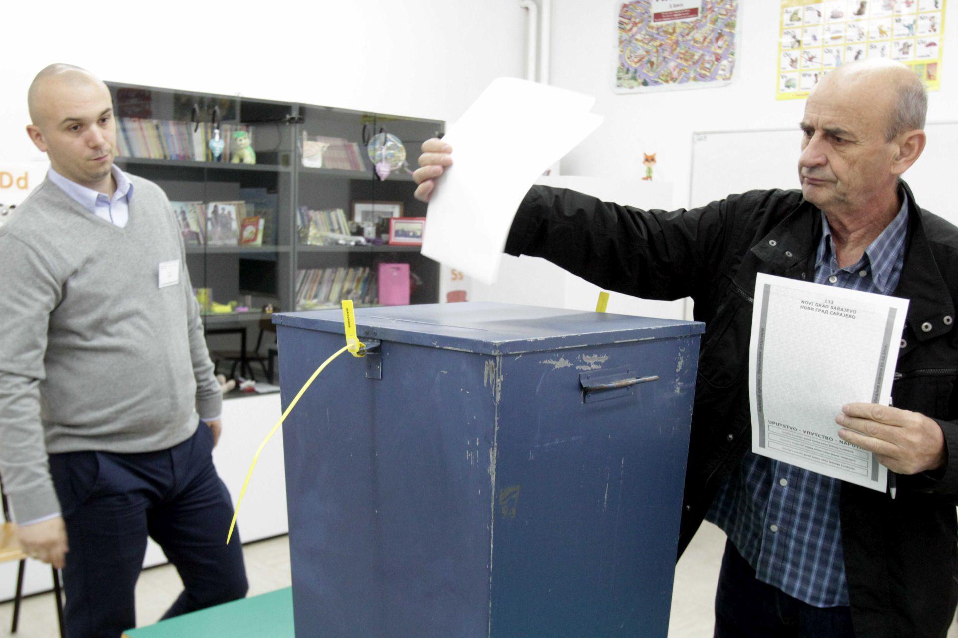 BiH: Izbori protječu bez zapreka, do 11 sati glasovalo 16 posto birača