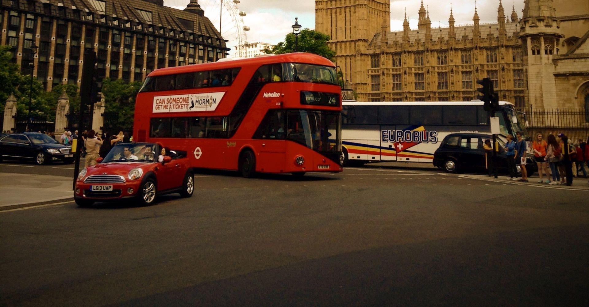 DOUBLEDECKER SE ZABIO U LONDONSKI MOST Pet osoba u bolnici, još 21 lakše ozlijeđena