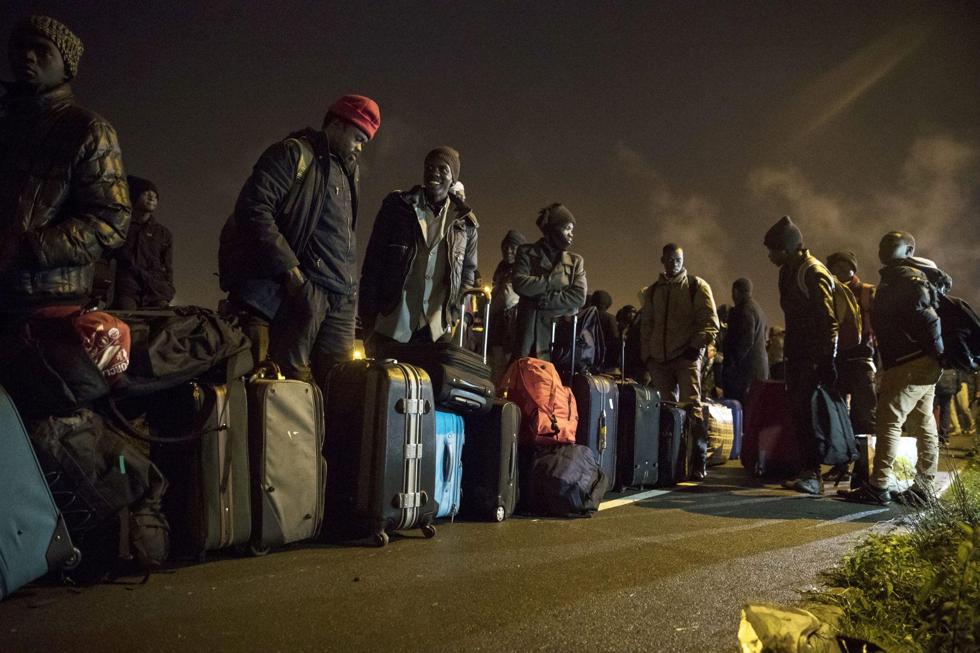 Migranti počeli s evakuacijom Džungle u Calaisu