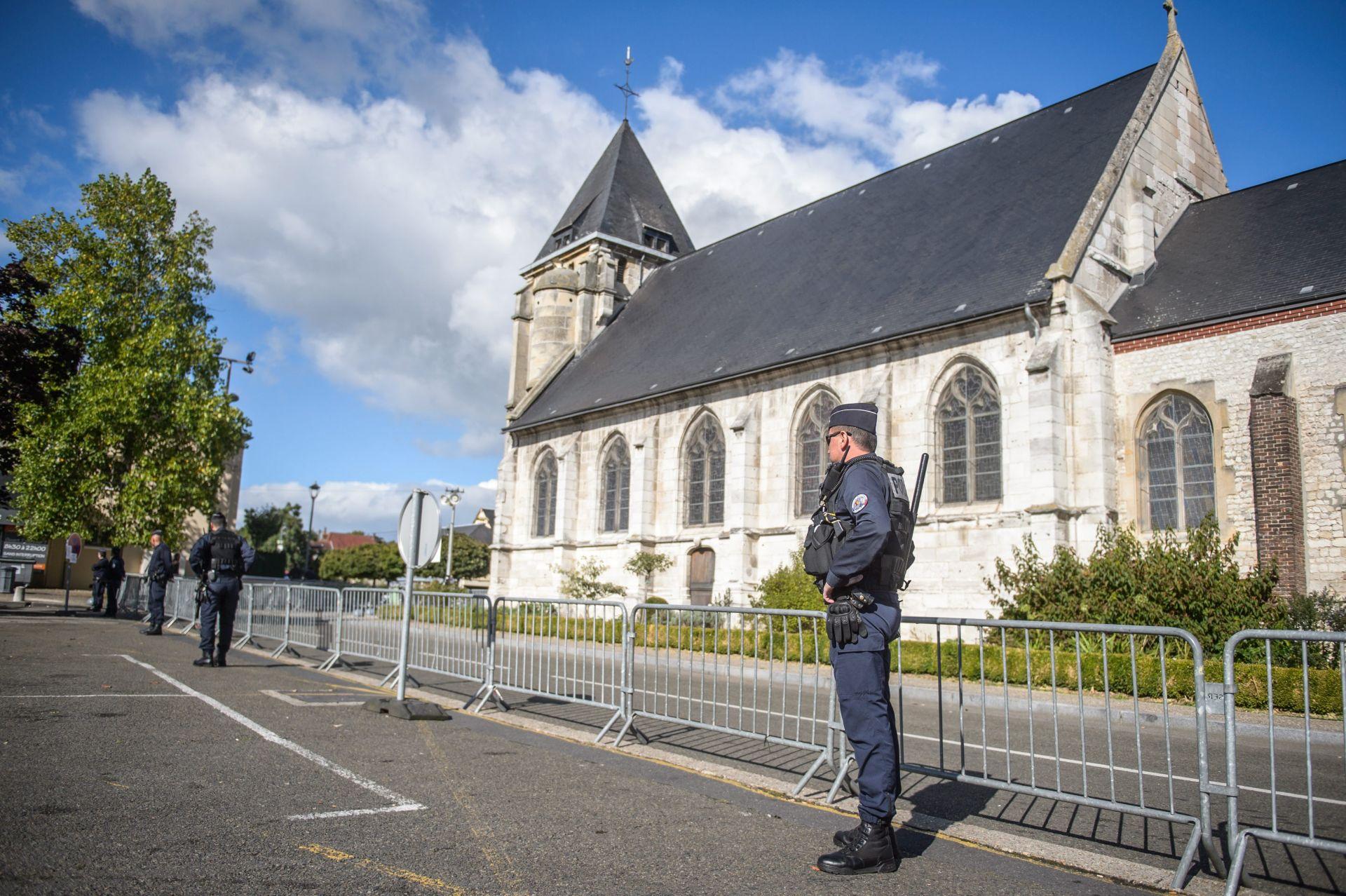 NAKON DVA MJESECA: Francuska crkva u kojoj je ubijen svećenik ponovno se otvara
