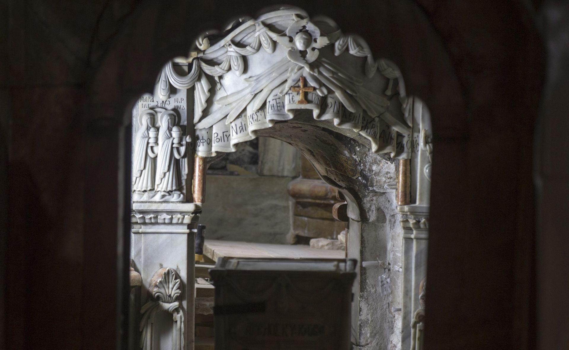 ZAPOČELA OBNOVA Nakon dva stoljeća otvoren Isusov grob