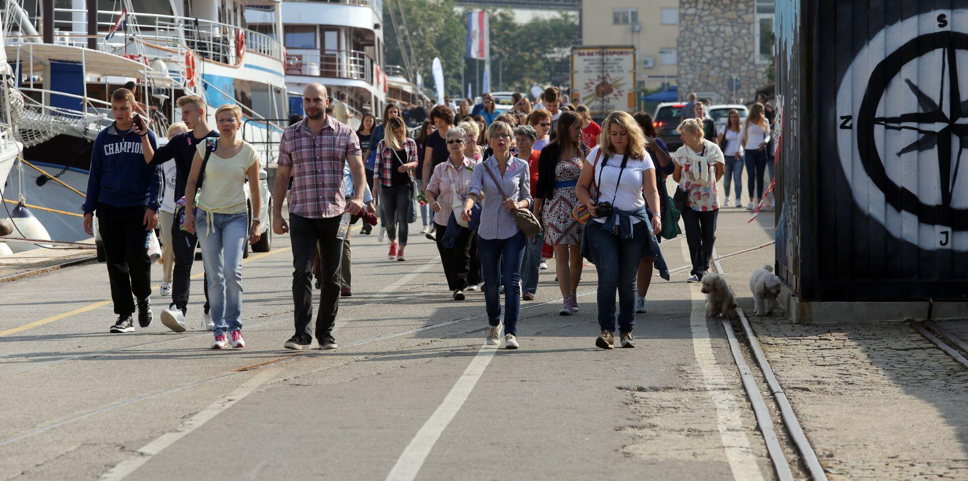 FOTO: Javnozdravstvena akcija 'Hodanjem do zdravlja' održava se u zagrebačkom Parku Maksimir