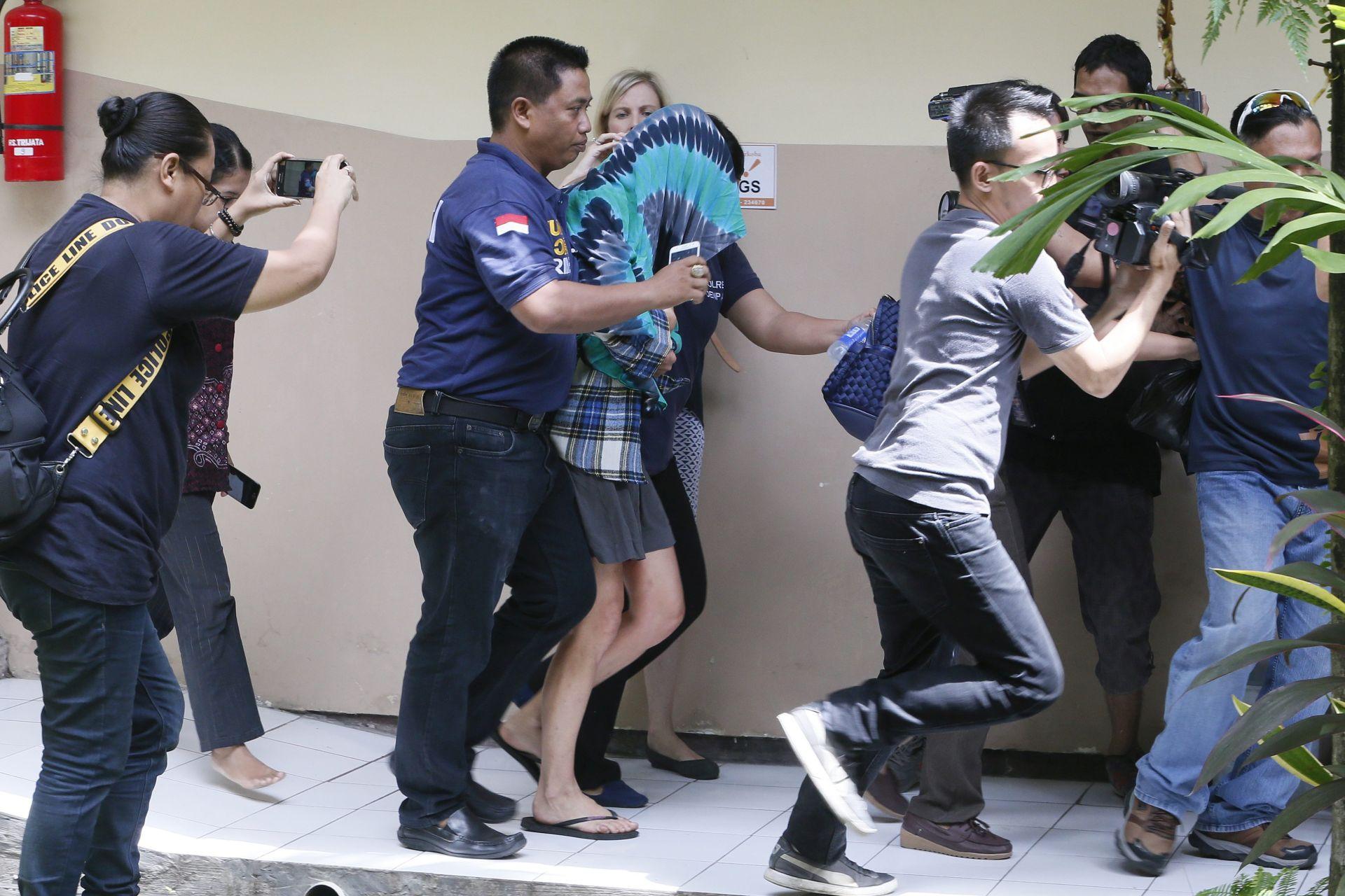 BOMBE ZAKAZALE: U Indoneziji muškarac sa zastavom IS-a napao policiju