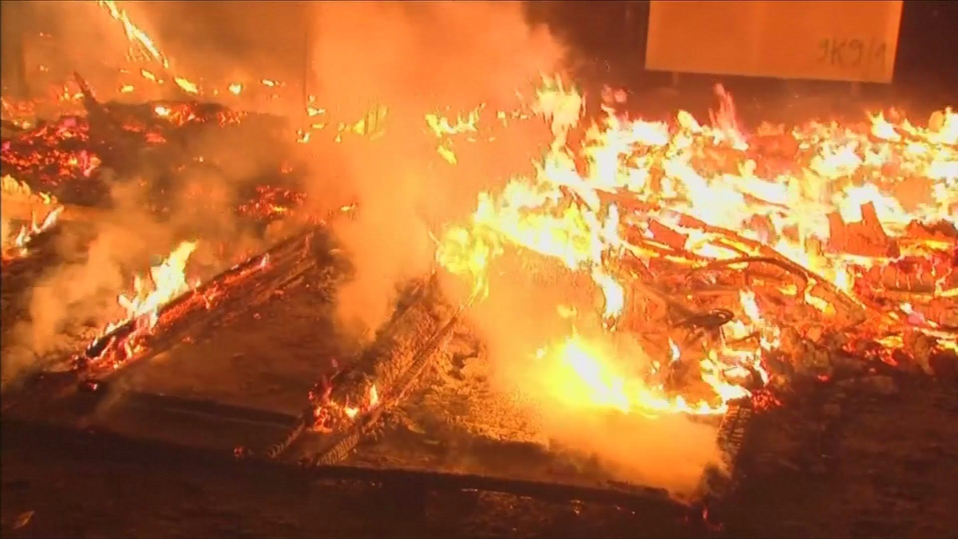 VIDEO: Tokom napuštanja migrantskog kampa u Calaisu zapaljeni šatori